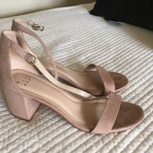 Block heel strapped sandals nude